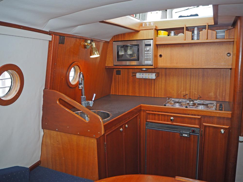 Aft cabin, Accommodation